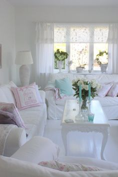 Shabby chic living room ideas at home is surely can invite the good ambiance. Not only the soft color will make your home looks sweet, but also some flowery furniture will freshen your home. Below are some hack you might want to take a peek. Cottage Shabby Chic, Cocina Shabby Chic, Shabby Chic Mode, Shabby Chic Interiors, Shabby Chic Bedrooms, Shabby Chic Kitchen, Shabby Chic Style, Romantic Cottage, Romantic Beach