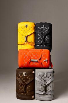 "Marc Newson x Louis Vuitton ""Horizon"" Soft Luggage Source by Bags louis vuitton Luxury Purses, Luxury Bags, Gucci Purses, Purses And Handbags, Cheap Handbags, Vuitton Bag, Louis Vuitton Handbags, Louis Vuitton Luggage Set, Louis Vuitton Taschen"