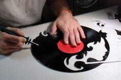 How to Make a Custom Vinyl Record Clock - Dremel Projects Ideas Vinyl Record Projects, Vinyl Record Clock, Record Wall, Vinyl Crafts, Vinyl Art, Fun Crafts, Old Records, Vinyl Records, Vinyl Platten
