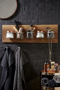 Bath shelf made of preserving jars - End the daily battle for the best seats on the sink rim. Our DIY bath shelf made of preserving jars - Bathroom Organization Diy, Bath Shelf, Bathroom Organisation, Masculine Bathroom, Bathroom Interior, Small Bathroom, Home Diy, Diy Bath Products, Bathroom Decor