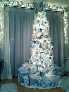 The 2012 rendition of the aqua and white beach themed Christmas tree
