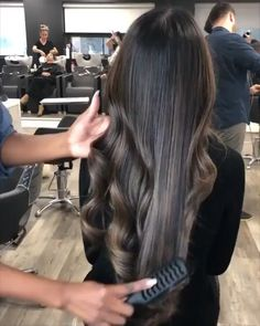 Perfect wavy hair ever Ombre Hair Color For Brunettes hair Perfect Wavy Brunette Hair Color With Highlights, Brown Hair Balayage, Brown Blonde Hair, Hair Color Balayage, Hair Color For Black Hair, Brown Hair Colors, Shiny Hair, Hair Colour, Caramel Highlights