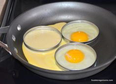 Cook Your Eggs In A Mason Jar Ring To Make A Circle