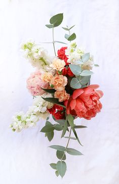 Wallpaper Iphone Flores - How To Make Grocery Store Flowers Look Good - White Flowers, Beautiful Flowers, New Shape, Flower Vases, Flower Bouquets, Gift Flowers, Mini Roses, Flower Aesthetic, Arte Floral