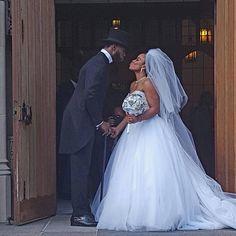 Princess bride! repost from @nolaeventplanners #munacoterie #Munaluchi #munaluchibride #weddingthings #inlove #weddinggown #ballgown #kissthebride #justmarried #wow