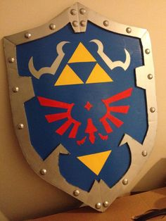 Hylian Shield - Link Cosplay How to do the Hylian Shield for a Link's Ocarina of Time cosplay ! Comment faire le Hylian Shield pour faire un cosplay de Link Ocarina of Time ! Link Cosplay, Cosplay Diy, Halloween Costumes For Girls, Halloween Party, Cardboard Sword, Link Costume, Zelda Birthday, Zelda Tattoo, Ocarina Of Times