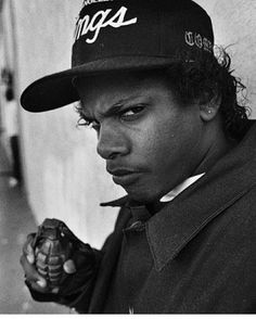 An awesome high quality print of Eazy E from NWA. Featuring a huge print onto a super soft cotton white shirt, this EAZY E shirt looks amazing when worn. Straight Outta Compton, Most Popular Memes, Great T Shirts, Viral Videos, Best Funny Pictures, Hip Hop, Funny Memes, Lol, Entertaining