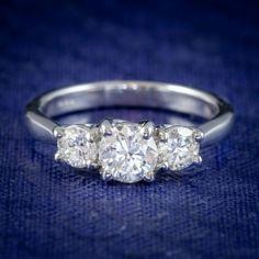 VINTAGE DIAMOND TRILOGY ENGAGEMENT RING 18CT WHITE GOLD 1.10CT OF DIAMOND cover