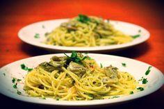 Mushroom spaghetti.. -->http://urbanzip.wordpress.com/2013/02/25/mushroom-spaghetti/