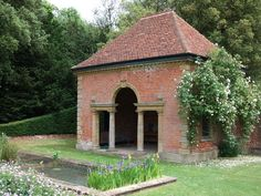File:The Peto pavilion in Gardens of Easton Lodge (geograph - Wikipedia Classic Architecture, Architecture Details, Farm Gardens, Outdoor Gardens, Parcs, Neoclassical, Outdoor Rooms, Gazebo, Beautiful Places