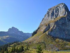 Der tiefblaue Oberblegisee in Braunwald zählt nicht nur zu den schönsten Bergseen der Schweiz, er versprüht auch viel Mystik wegen seines unerforschten Abflusses. Wilde Bergbäche und eine wunderbare Alpenflora umrahmen dieses Naturspektakel im Glarnerland. Besonders beliebt ist diese Wanderung bei Familien und für Schulreisen, da sie sich bestens zum Picknicken, Sonnen und Baden eignet. Auch...