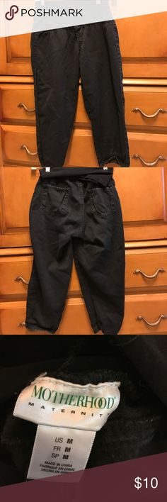 Motherhood maternity black denim Capri pants med These pants are in very good condition full belly waistband for comfort. Motherhood Maternity Pants Capris