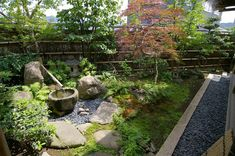 Zen gardening is a Japanese garden form which has incorporated Buddhist philosophies into its elements, symbols, and practice. Learn about zen gardens here. Japanese Garden Lanterns, Japanese Garden Style, Japanese Gardens, Japanese House, Japanese Water, Japanese Fern, Japan Garden, Garden Waterfall, Japanese Aesthetic