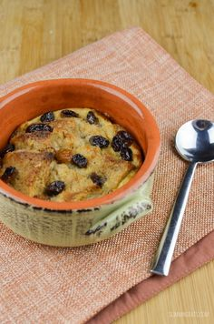 Slimming Eats Low Syn Bread and Butter Pudding - vegetarian, Slimming World and Weight Watchers friendly Slimming World Banana Cake, Slimming World Quiche, Slimming World Puddings, Slimming World Recipes Syn Free, Vegetarian Weekly Meal Plan, Syn Free Food, Sw Meals, Weight Watcher Dinners, Slimming Eats