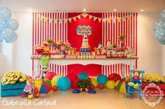 O Cauã comemorou seus 2 aninhos com uma linda festa no circo. Quem nunca se encantou ao ver a lona colorida, luzes, pipoca, palhaços, mágic...