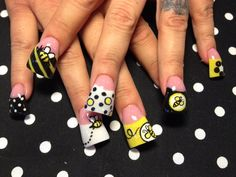fun 'lil' bees - Nail Art Gallery