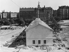 Vanhasta kasarmirakennuksesta tehdään linja-autoasema vuonna 1935. (Kuva Hgin kaupunginmuseo, Foto Roos).