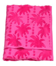 Bath towel in cotton terry with a jacquard-weave palm pattern. Hanger loop on short sides.
