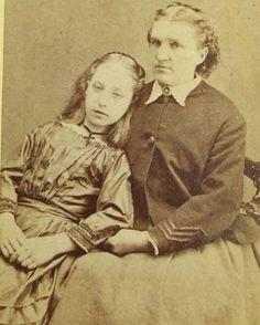 la mamma e giovane figlia morta