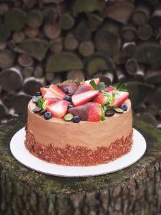 Túto tortičku som piekla na kamarátkinu oslavu (ako vždy, torta bola darčekom :)). Tento recept mám veľmi rada, pôvodne je to recept na čoko...