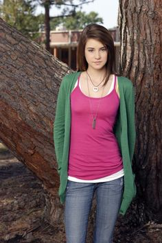 Before drawing critical attention for The Descendants and The Spectacular Now (and landing roles in The Fault In Our Stars and Divergent), Shailene Woodley Hollywood Actress Photos, Hollywood Heroines, Hollywood Celebrities, Female Celebrities, Shailene Woodley, Carrie Fisher, Black 80s Fashion, Native American Girls, Cute Young Girl