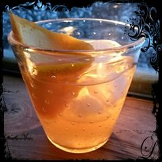 """A bit of Warm Sunshine for #MixologyMonday.   An """"AristoCat"""" take on the old fashion cocktail featuring a #Vermont All-Star Cast.  ##CaledoniaSpirits, #UrbanMoonshine, & #VermontsOtherSyrup   The Thomas O'Malley  2 oz. Caledonia Spirits Barrel-Aged Tom Cat Gin  1/3 oz. Sumptuous Yellow Ginger Syrup  2 Dashes Urban Moonshine Citrus Bitters  Grapefruit Peel Garnish  Combine all ingredinents with Ice in Mixing Glass.  Stir.  Strain into Cracked Ice filled Old Fashion Glass. Grapefruit Peel…"""