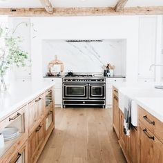 Beautiful Kitchen Interior Design - Top Trends Home Decor, White and wood two tone kitchen / marble / wood beams. Home Decor Kitchen, Interior Design Kitchen, Kitchen Furniture, Kitchen Ideas, Kitchen Updates, Kitchen Inspiration, Kitchen Layouts, Kitchen Themes, Furniture Dolly