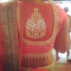 The big paisley design on the back of the blouse is beautiful and eye catching - an excellent touch for any blouse for an Indian bride- by Chamee n palak Saree Blouse Patterns, Saree Blouse Designs, Blouse Styles, Sari Blouse, Choli Designs, Kurta Designs, Dress Designs, Indian Blouse, Indian Wear