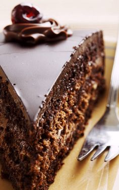 Chocolate Cake With Creamy Chocolate Frosting_ The Ultimate in Chocolate Recipes With Rich Belgian Chocolate. A Triple Delight in Chocolate Desserts.taste-buds will be watering with delight when you dig into this one. Decadent Chocolate Cake, Homemade Chocolate, Chocolate Desserts, Chocolate Chocolate, Belgian Chocolate, Chocolate Frosting, Chocolate Lovers, Think Food, Love Food