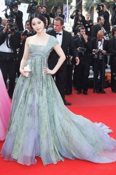 Fan Bingbing: 14 Red Carpet Looks From Cannes' Fashionable 'It' Girl - Pret-a-Reporter