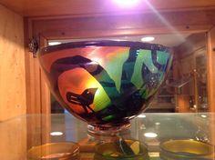 Bertil Vallien glass artist. #bowl Wine Glass, Glass Art, Kosta Boda, Scandinavian Design, Sweden, Vase, Sculpture, Tableware, Artist