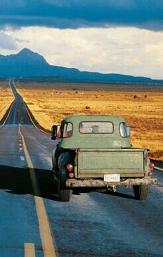Route New Mexico Makes me itch for a road trip. Route 66, New Mexico, Grande Route, Land Of Enchantment, Winding Road, Vintage Trucks, Antique Trucks, Classic Trucks, Classic Cars