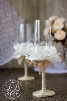 Vintage Chic Wedding Champagne Glasses with por RusticBeachChic