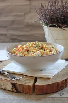 Sałatka z makaronem i kurczakiem | Tysia Gotuje blog kulinarny Healthy Salads, Grilling, Food And Drink, Menu, Cheese, Vegetables, Cooking, Recipes, Blog
