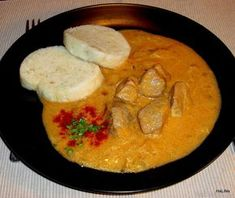 Segedínský guláš Pork And Cabbage Recipe, Cabbage Recipes, Czech Recipes, Ethnic Recipes, Slovakian Food, Thai Red Curry, Pesto, Czech Food, Food And Drink
