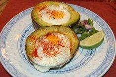 Baked eggs in Avocados! Healthy breakfast, low-carb meal, good fats! #avocados #low-carb eating clean