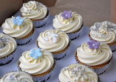 cupcakes with flowers and pearls