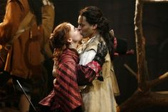 Jennifer Garner (Roxanne) and Daniel Sunjata (Christian de Neuvillete) in 'Cyrano de Bergerac.'