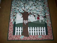 I like how this tree spills over onto the frame of the quilt