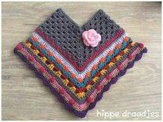 Ponchos para tus peques ¡sencillos y calentitos! Crochet Baby Poncho, Crochet Poncho Patterns, Crochet Girls, Crochet Motif, Crochet For Kids, Crochet Shawl, Crochet Designs, Crochet Stitches, Knit Crochet