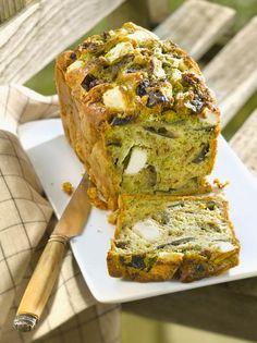 Herzhafter Kuchen mit Feta und Auberginen | http://eatsmarter.de/rezepte/herzhafter-kuchen-mit-feta-und-auberginen