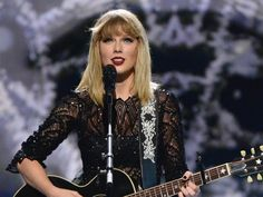 Watch the singer performing the track on stage at the DIRECTV NOW Super Saturday Night pre-Super Bowl concert in February
