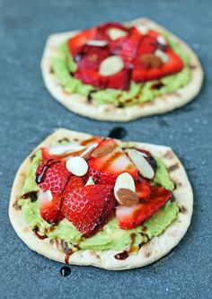 These Strawberry Avocado Toast Flats are so easy to make and perfect for breakfast or lunch! Just 211 calories or 5 Weight Watchers SmartPoints.