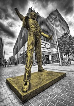Freddie Mercury Statue, Liverpool.  Sweet.    I also love Freddie.  Long live Queen....