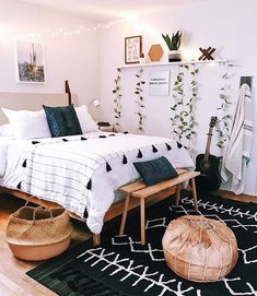 Boho bedroom decor cozy wood with black carpet Tumblr Bedroom Decor, Boho Bedroom Decor, Room Ideas Bedroom, Bedroom Inspo, Bedroom Designs, Boho Teen Bedroom, Simple Bedroom Decor, Cheap Bedroom Ideas, Glamour Bedroom
