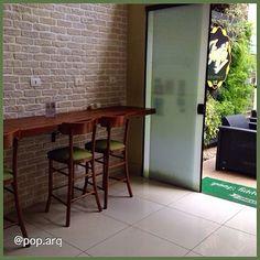 Hoje visitamos o @fiqfit ótimo para quem procura uma refeição saudável, prática e rápida na Vila Olímpia! Eles usam o conceito grab&go mas tem a opção de comer no local!! Projetado pela @pop.arq 🍴💪👍🌿#fiqfit #fiqfitgourmet #restaurante #grabngo #projeto #arquitetura #arquiteturacomercial #muroverde #greenwallceramic #tijolinho