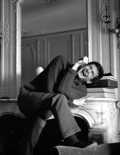 Anthony Perkinsin a hysterical laugh, 1962.
