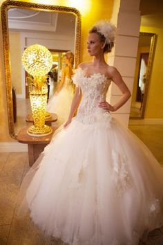 Off White Lace & Organza from Farage Paris -code Titu Dream Wedding Dresses, Bridal Dresses, Wedding Gowns, Girls Dresses, Flower Girl Dresses, Formal Dresses, Wedding Events, Wedding Day, Fashion Group