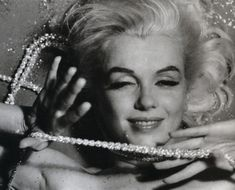 #art #hairstyle #costume #hollywoodhills #oldhollywood #marilynmonroe #petersneyder #fame #studio #showbiz #photography #filmphotography #modelling #nyc #beautycare #method #artist #moviestar Marilyn Monroe 1962, Marilyn Monroe Painting, Marilyn Monroe Photos, Bert Stern, Celebrity Portraits, Norma Jeane, Old Hollywood, Hollywood Glamour, Actresses
