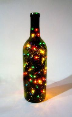 put lights in a bottle for great Christmas decoration Merry Christmas, Christmas And New Year, All Things Christmas, Christmas Lights, Christmas Holidays, Bottle Art, Bottle Crafts, Glass Bottle, Wine Bottles